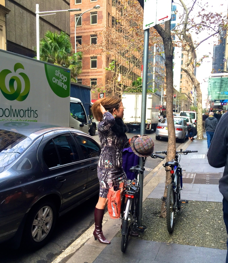 veloaporter bicycling in a dress bicycling in heels bicycling in a skirt stylish bicycling women on bicycles