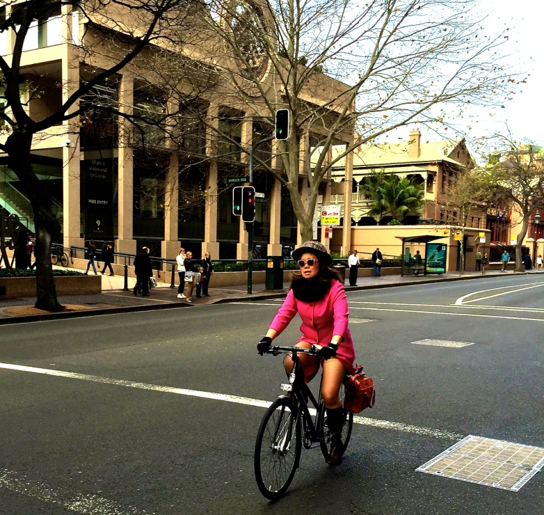veloaporter bicycling in heels bicycling in a dress bicycling with style cycling in heels cycling in a dress stylish cycling women on bicycles