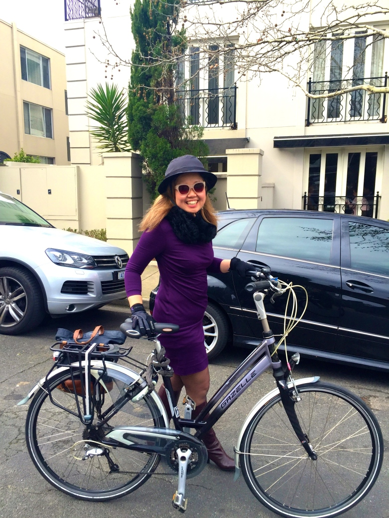 veloaporter cycling with style cycling in heels cycling in a dress women on bicycles Spokes Bicycles