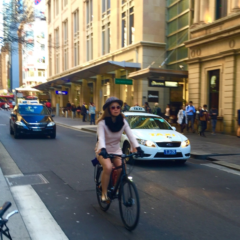 veloporter Zara Focus Planet  women on bicycles cycling with style cycling in heels cycling in a skirt cycling in a dress