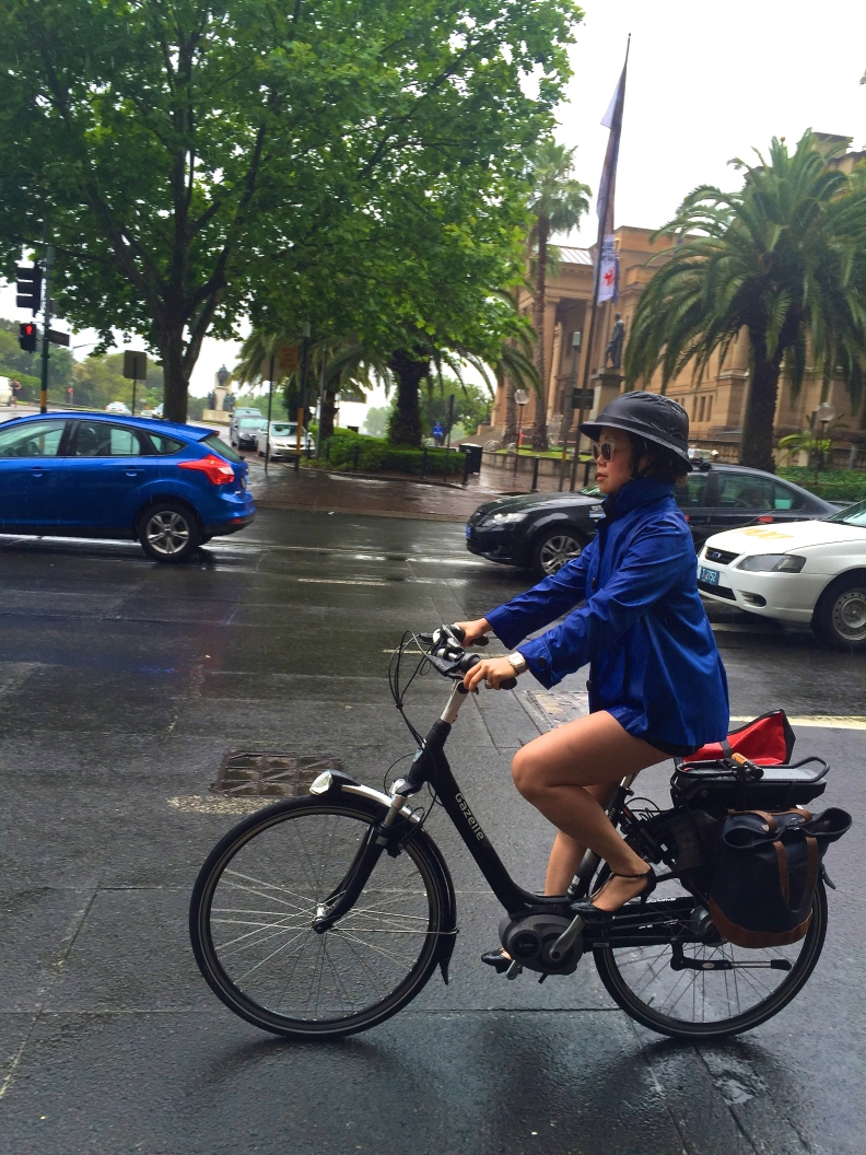 velaporter Melbourne Cup Day cycling in heels cycling in a dress Australian cycling stylish cycling
