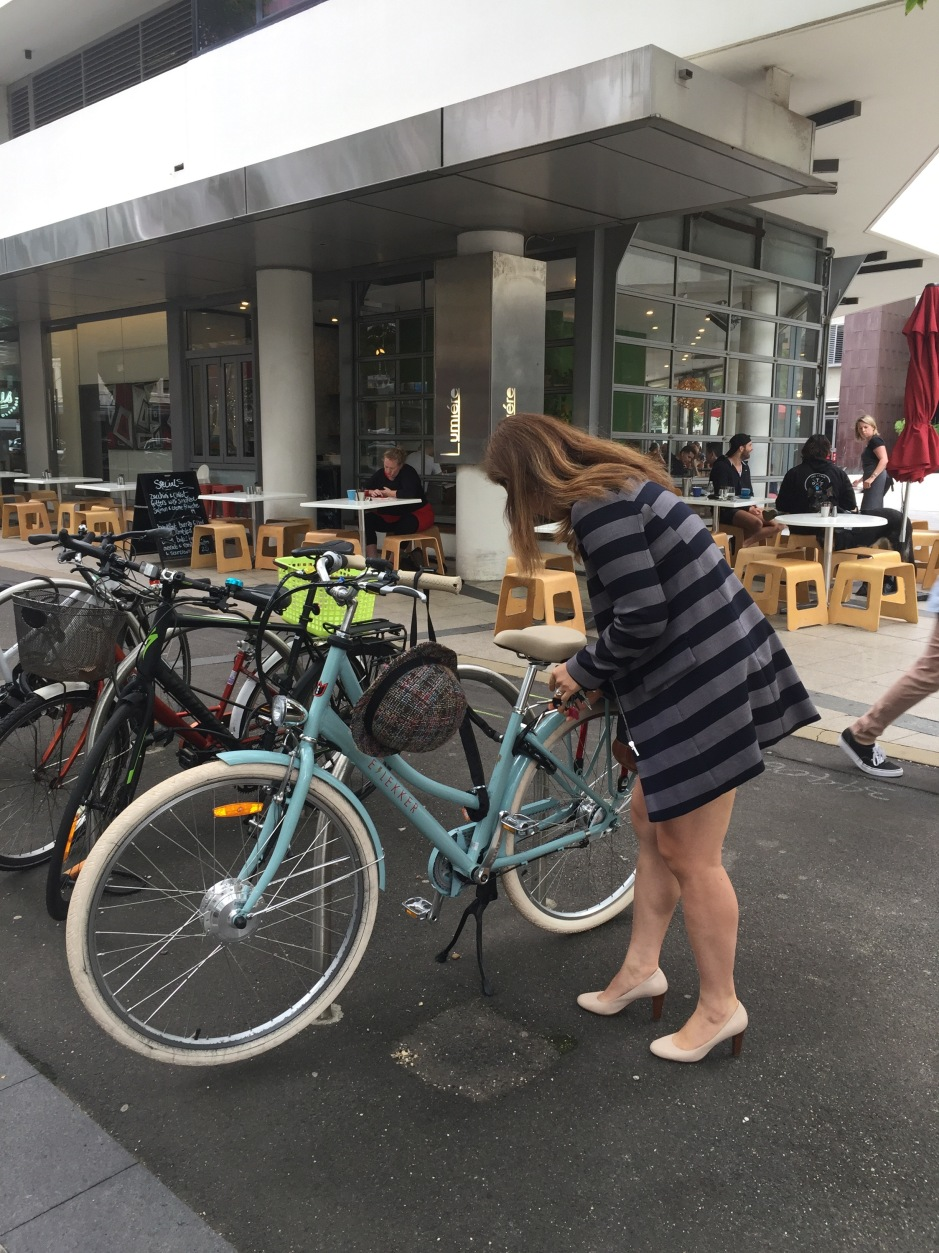 Lekker Bicycles veloaporter women on bicycles stylish bicycling width=